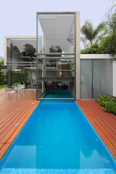 House in La Planicie by Doblado Arquitectos House in La Planicie by Doblado Arquitectos – HomeDSGN, a daily source for inspiration and fresh ideas on interior design and home decoration. Residential Architecture, Interior Architecture, Outdoor Pool, Indoor Outdoor, Modern Family, Home And Family, Exterior Design, Interior And Exterior, Villa