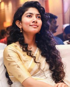 Beautiful Girl Indian, Most Beautiful Indian Actress, Sai Pallavi Hd Images, Beautiful Heroine, Saree Photoshoot, Long Braids, Wedding Hairstyles For Long Hair, Cute Girl Photo, Indian Beauty Saree