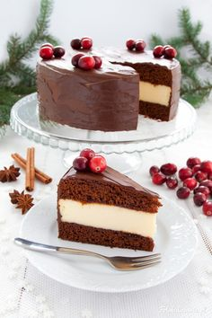 Gingerbread Cheesecake with Plum Jam covered in Chocolate - Perfect Christmas Cake. Gingerbread Cheesecake, Plum Jam, Phyllo Dough, Sweet Pie, Italian Desserts, Strawberry Recipes, Pavlova, Gnocchi, Cheddar