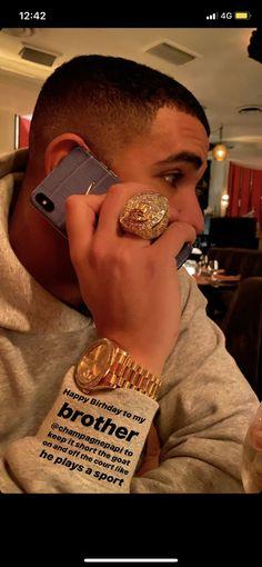 Drake Iphone Wallpaper, Drake Wallpapers, Rap Wallpaper, Drake's Birthday, Birthday Posts, Fine Black Men, Fine Men, Drake Video, Drake Photos