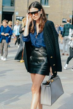 30 Leather Skirt Outfit Ideas For Every Fashionista -Relaxwoman Style Outfits, Fashion Outfits, Womens Fashion, Skirt Fashion, Fashion Story, Edgy Outfits, Fashion Weeks, Street Style Looks, Looks Style