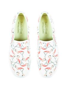 BucketFeet - Flamingos... They remind me of summer and Julie!
