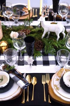 Rustic holiday black and white buffalo plaid table setting with green and wooden charger plates // shot by The Style Safari (Rustic Christmas Table) Elegant Christmas, Noel Christmas, Country Christmas, Outdoor Christmas, White Christmas, Christmas Mantles, Nordic Christmas, Victorian Christmas, Vintage Christmas