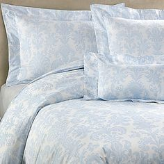 Transform your bedroom into a soothing sanctuary with the lovely Bellino Fine Linens® Trevi Duvet Cover. Adorned with a beautiful sky blue jacquard on a crisp white background, the plush bedding instantly brings a calming ambiance to any room.