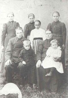 Family Skogslund from Karijoki, Finland, the summer 1901. From the Family album, owner Harri Blomberg.
