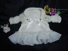 Vestido + bolero blanco.  Bautizo, eventos, cumpleaños. Confeccionado a mano. Ver en: https://www.facebook.com/AIO-Vestuario-Infantil-634149173331368/
