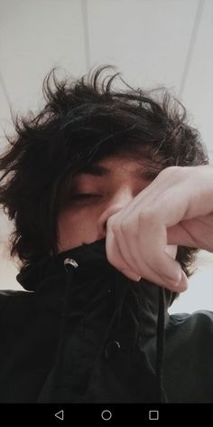 ehhh flaco PODES GUARDAR MI PIN gracias Black Hair Aesthetic, Aesthetic Boy, Cute Emo, Cute Guys, Boy Tumblr, Short Punk Hair, Black Hair Dye, Androgynous Hair, Grunge Boy