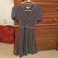 Grey ruffle front dress This cute get dress is perfect for a teacher or even just a classy brunch date! It is extremely soft and comes just below the knee  it is in perfect condition Dresses Midi