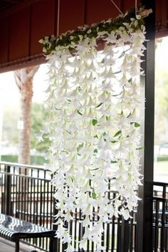 Make a flower curtain for your wedding! Use different colors to match your theme, easy and lovely.