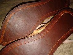 Rekonstrukcje szewskie Krügera von Sandez --- Damskie buty popularnego wzoru. Z podwójną woskowaną podeszwą. Przyszwa do podeszwy a także druga podeszwa do lamówki przyszyte dratwą syntetyczną- rozwiązanie praktyczne, znacznie przedłuża żywotność obuwia. Poza tym wszystkie komponenty maksymalnie zbliżone do historycznych tak samo jak techniki wykonania.