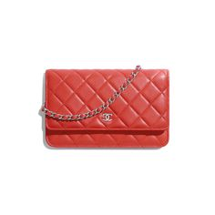 Classic Wallet on Chain - Red - Lambskin & Silver-Tone Metal - Default view - see standard sized version Burberry Handbags, Chanel Handbags, Estilo Coco Chanel, Luxury Purses, Chanel Purse, Small Leather Goods, Chain Shoulder Bag, Chanel Black, Lambskin Leather