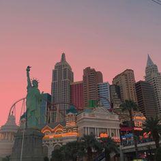 photo scenery New York City Aesthetic, Travel Aesthetic, Mexico Canada, Beautiful World, Beautiful Places, Places To Travel, Places To Visit, Images Esthétiques, City Vibe