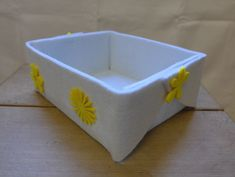 Filzkorb, weiss mit gelben Blumen, 21x8x16 cm (BxHxT), 16.- Facial Tissue, Container, Yellow Flowers, Felting, Canisters