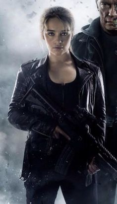 Emilia Clarke as Sarah Connor in Terminator : Genesys.