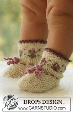 """DROPS Baby - DROPS jacket with round yoke and bonnet and socks with flower border in """"Alpaca"""". - Free pattern by DROPS Design Baby Knitting Patterns, Knitting For Kids, Knitting Socks, Baby Patterns, Free Knitting, Crochet Baby Socks, Knit Baby Booties, Crochet Boots, Knit Or Crochet"""