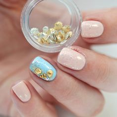 Beach Nails with Sea Shell Studs by Paulina's Passions for more findings pls visit www.pinterest.com/escherpescarves/