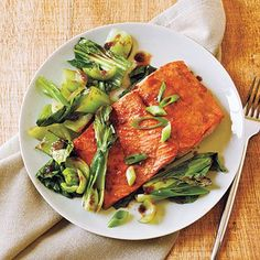 Bok choy and low-sodium soy sauce combined with salmon provides tasty Asian flavor with a heart-healthy dose of fatty acids.View Recipe: Salmon and Bok Choy Salmon Dishes, Seafood Dishes, Seafood Recipes, Cooking Recipes, Healthy Recipes, Fish Dishes, Healthy Meals, Main Dishes, Cooking Games