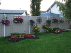 like the painted fence. I need my backyard to look like this. Fence Landscaping, Backyard Fences, Backyard Projects, Garden Projects, Garden Yard Ideas, Lawn And Garden, Fence Ideas, Design Cour, Verge