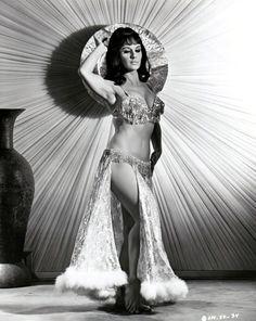 Risultati immagini per josephine baker Vintage Burlesque, Burlesque Show, Vintage Love, Vintage Beauty, Ziegfeld Follies, Ziegfeld Girls, Josephine Baker, Showgirls, Rave