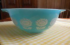 Pyrex Cinderella Bowl Turquoise w/ Sunflowers #442 1 1/2 Quart