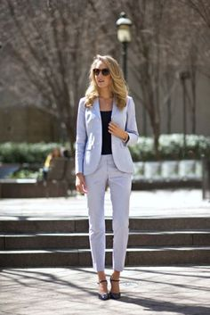 15 Cute Job Interview Outfits That Will Make An Entrance Figuring out what to wear for an interview can be hard. Here are some cute job interview outfits that are appropriate and sure to impress any employer. Business Professional Outfits, Business Casual Attire, Business Outfits, Business Fashion, Fair Outfits, Mode Outfits, Fashion Outfits, Office Looks, Job Interview Outfits For Women