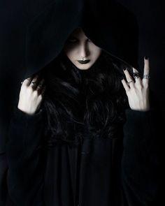 غوايات جارية شعر علاء نعيم الغول ماء و ماء لا تنغمس في الماء أكثر هكذا العرق الزلال يصب منك بحيرة من مائك امتلأت و فضت Dark Beauty Dark Witch Dark Fantasy