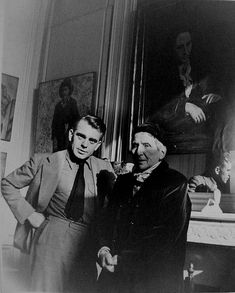 Horst standing next to Gertrude Stein as she stands in front of her portrait by her friend Pablo Picasso. Horst P. Pablo Picasso, Richard Avedon, Man Ray, Modernist Writers, Matt Hardy, Horst P Horst, Picasso Portraits, Palais Galliera, American Poetry