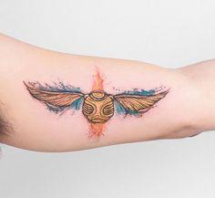 Robson Carvalho  (@robcarvalhoart) on Instagram: Mais uma Tattoo Harry Potter que rolou ontem!!! Dessa vez foi o pomo de ouro no braço do Eduardo que ainda estava se recuperado de uma sessão e já teve coragem de encarar outra hahahaha! ✨✨ #tatuagemaquarela #harrypotter #harrypottertattoo #goldensnitch #watercolor #watercolortattoo