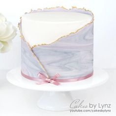 Youtube Cake Decorating, Buttercream Cake Decorating, Cake Decorating Techniques, Cake Decorating Tutorials, Simple Fondant Cake, Bolo Fondant, Fondant Cake Tutorial, Fondant Cakes, Pearl Cake