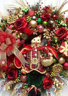 ۞ Welcoming Wreaths ۞  DIY home decor wreath ideas - Holiday Kitty Wreath