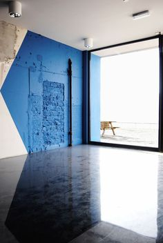 Bleu geometric interior   Such a great way to add color to a wall in a dynamic way