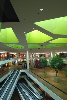 Rosenberg Shopping Centre, Switzerland. Architectural project: Atelier WW + Partner AG. Lighting project: Reflexion AG Lichtplanung. Lighting products: iGuzzini illuminazione. Photographed by: Günther Laznia. #iGuzzini #lighting #light #green #iGuzzini #shopping