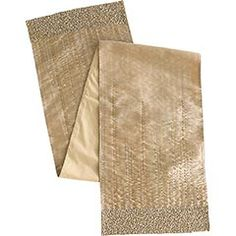 This table runner is fantastic. I love the champange, gold, and silver sequin accents and beads.