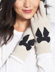 Oh my heart! These bow gloves by @katespadeny are the cutest.