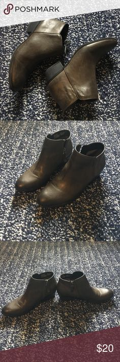 Simply Vera ankle boots In great condition! Very comfortable!!!! Only wore a few times. Simply Vera Vera Wang Shoes Ankle Boots & Booties