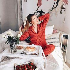 Dreamy breakfast in bed ❣️ @tattivasilieva . . . #travelinspo #ootd #losangeles #styleinspo#hairinspo #jeans #denim #leatherjacket#hairenvy #braids #bayalage#healthyhair #longhair#longhairdontcare #blowout#straighthair #curlyhair #wavyhair#haircare #hairofinstagram #bblogger#beautytip #beautytips #beautyproducts#beautifulhair #breakfastinbed #ponytail #pajamas #manentailbeauty