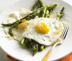 Good-for-You Grilled Veggies: Want another brilliant way to eat more veggies? Fire up the grill (or grill pan!). Here's a simple salad of grilled asparagus, fried egg and a little cheese for saltiness. It's a perfect summer meal for a cool winter's night. #SelfMagazine