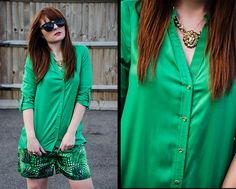 Green Outfit / Printed shorts / Gold necklace / Blog : Fashion-utopia.com