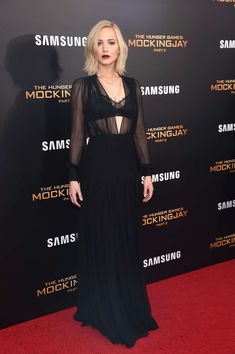 Jennifer Lawrence attending her 11th premiere of The Hunger Games: Mocking Jay part 2 - Hollywood Gossip | MovieHotties