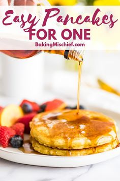 Quick and Easy Pancakes for One These Pancakes for One are SO good, a super easy breakfast, and perfectly portioned to make just two pancakes. Pancakes For Two, Pancakes Easy, Breakfast Pancakes, Protein Pancakes, Best Breakfast, Breakfast Recipes, Breakfast Ideas, Pancake Recipes, Snacks Recipes