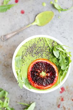Orange and Arugula Smoothie Bowl Vegan Dessert Recipes, Brunch Recipes, Real Food Recipes, Breakfast Recipes, Healthy Recipes, Blender Recipes, Vegan Sweets, Breakfast Time, Breakfast Ideas