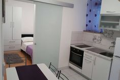 Celý dům/byt v Split, HR. Beautiful apartment in the center of Split. Two min. walking from theatre/clubs/pubs, and 12min from the nearest (the most popular sand beach in Split, Bačvice) You can find a free parking, but the nearest payed is 5min from the apartment. :)