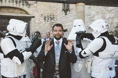 Novio rodeado por la guardia imperial by @fandi_es #novio #groom #groomsmen #noivo #bestman #starwars #starwarswedding