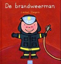 Wat doet de brandweer als wordt gemeld dat er brand is? Met kleine en paginagrote schilderingen in vrolijke kleuren. Vanaf ca. 4 jaar.