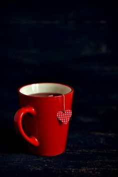 Love the red mug; REALLY love a tea bag with polka dot dipping tag. Coffee Break, Morning Coffee, Deco Buffet, Café Chocolate, Red Mug, I Love Heart, My Cup Of Tea, Coffee Cafe, Be My Valentine