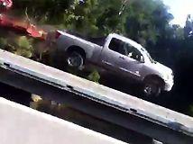 Mujer capta aparatoso accidente en Vine