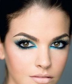 Beautiful use of coloured eyeliner. A fresh look instead of black!