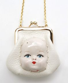 creepy doll head on a purse! Oh my gosh! Vintage Purses, Vintage Bags, Vintage Handbags, Kitsch, Doll Head, Doll Face, Looks Kawaii, Creepy Dolls, Doll Parts