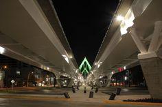 Vista nocturna Puente Matute Remus, Guadalajara, Jalisco.  Diseño Arq. Miguel Echauri y Arq. Álvaro Morales.  Fotografía Carlos Díaz Corona.  www.echaurimorales.com