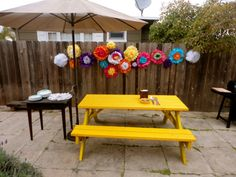 Paper pom pom flowers! Spring decoration ideas for a barbecue party!  Flowers made by mmxstyle.com